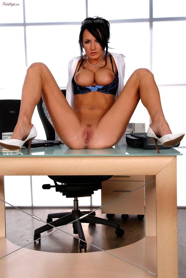 Скачать фото голая секретарша