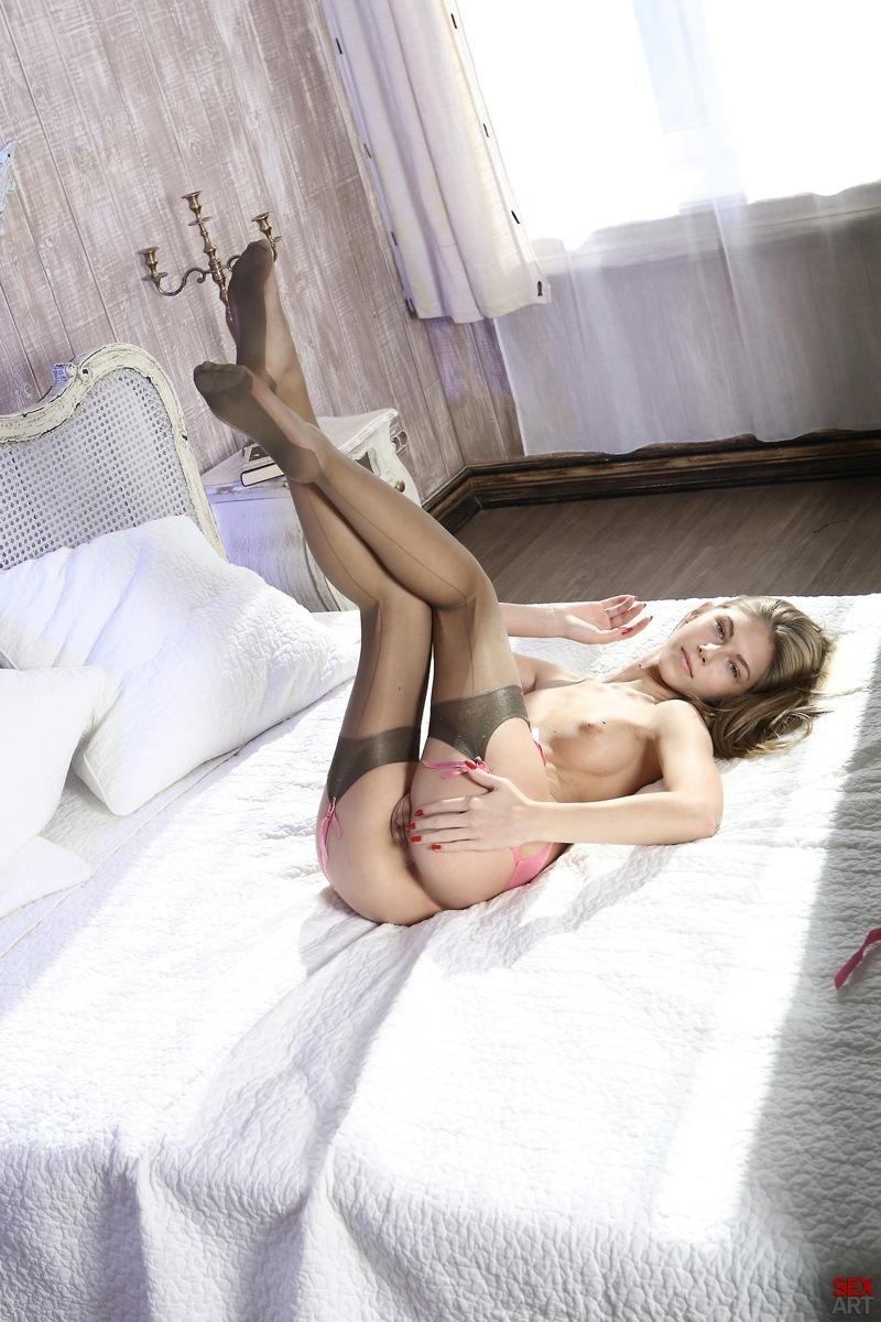 seks-v-serih-chulkah