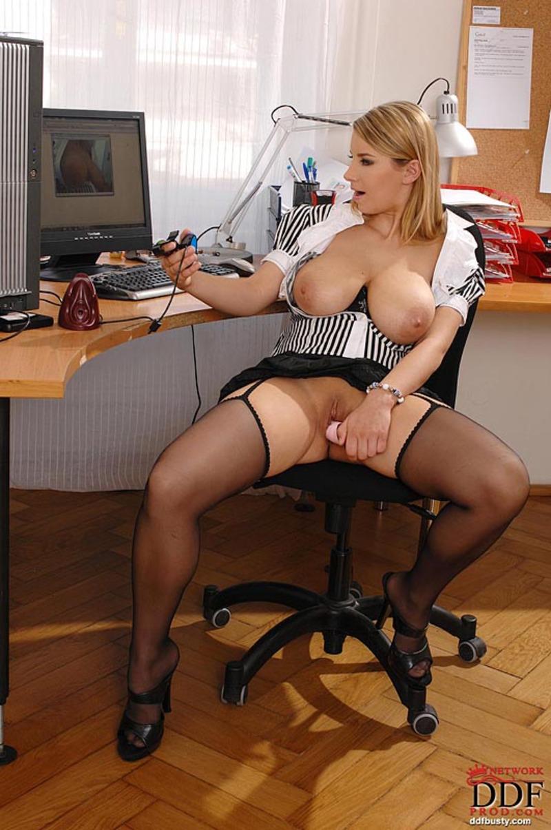 порно видео секретарш с красивой грудью в офисе - 2
